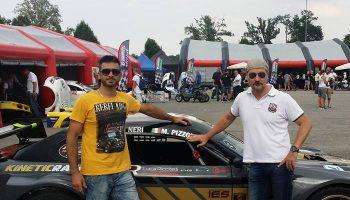 Donato Cremonesi CEO Agenzia Idee E Soluzioni Con Il Pilota Mauro Pizzola Del Team Kinetic Racing